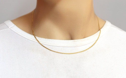 2mm/0.08'' Gold Curb Chain - IZ14041 - on a mannequin