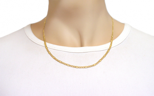 3,5 mm/0.12'' Gold Figaro Chain - IZ8245 - on a mannequin