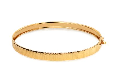 Gold round bracelet with engraving