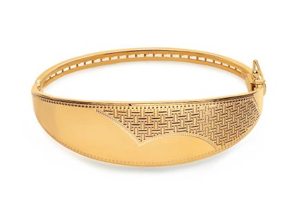 Gold bracelet with antique pattern