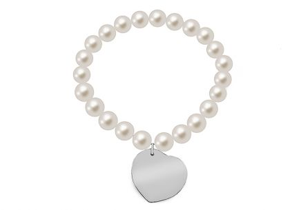 Pearl bracelet decorated with heart