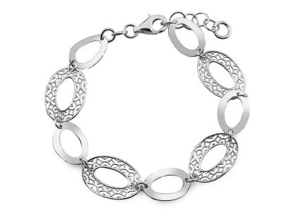 Silver bracelet with filigraned pattern