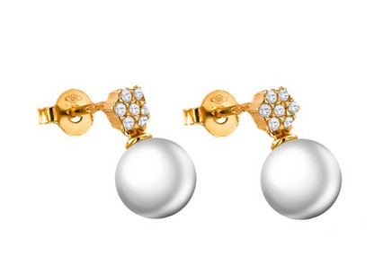 Gold pearl earrings