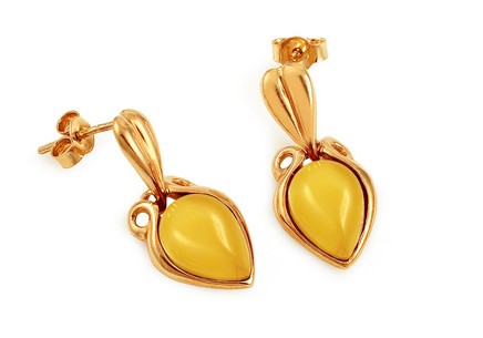Gold plated stud earrings with Jalila amber