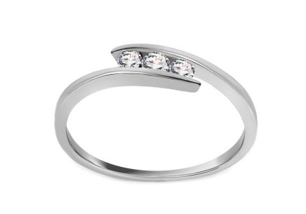Engagement Ring with 0,110 ct Diamonds Triple of love white