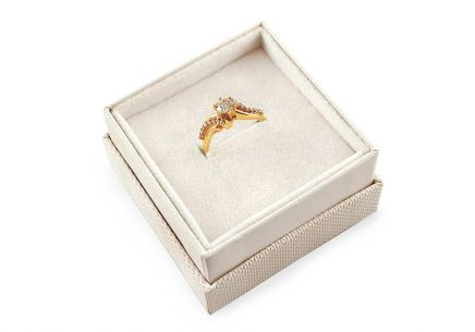 Gold engagement ring Isarel