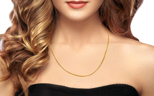 Gold curb chain 1.4 mm - IZ12813 - on a mannequin