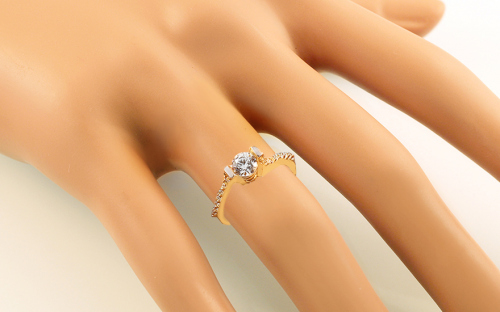 "Gold Engagement Ring with Zircons ""Isarel 16"" - CSRI798 - on a mannequin"