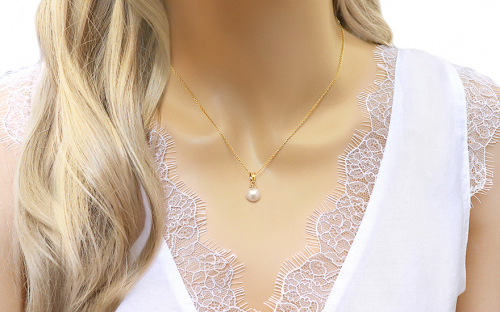 Gold Pendant with White Pearl - IZ12770 - on a mannequin