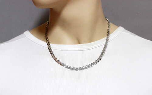 Rhodium plated Silver Gucci Marina Chain - IS238 - on a mannequin