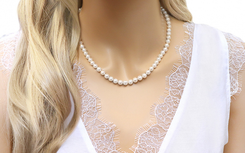 Pearl necklace - IS130 - on a mannequin