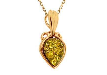 Gold pendant with Jalila amber