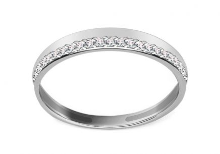 Ladies ring with cubic zirconia