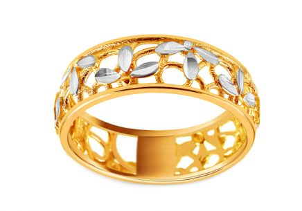Two-toned gold ring with an ornamental floral pattern