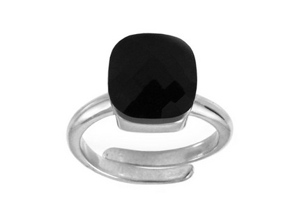 Sterling Silver lady's ring with Black Jet Crystal