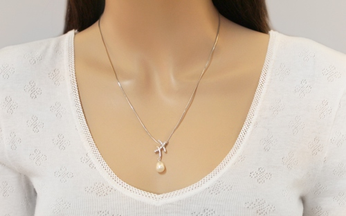 925Silver pendant with white pearl decorated cubic zirconia - IS762P