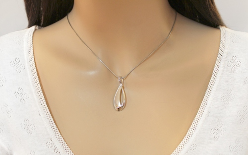 925Sterling Silver Pendant decorated with cubic zirconia - IS623P