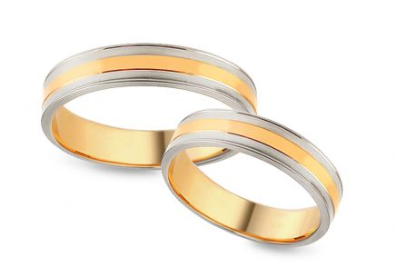 Two tone Gold wedding rings with decorative grooves, width 4 mm